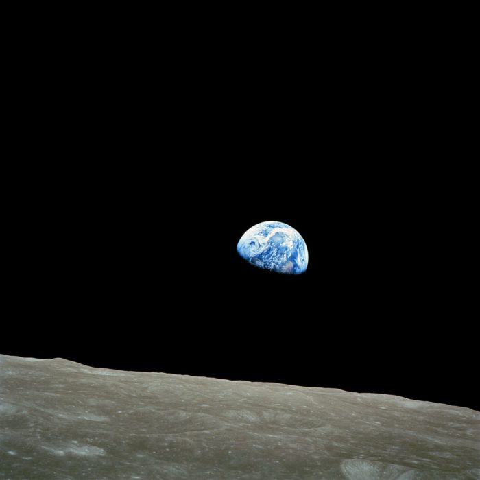 Iconic picture of the Earth as seen from the Moon
