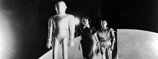 "Humans and Alien from the film ""The Day the Earth Stood Still"""
