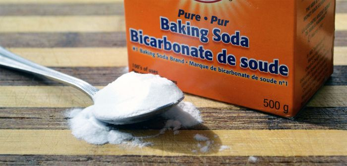 Baking soda on spoon with box