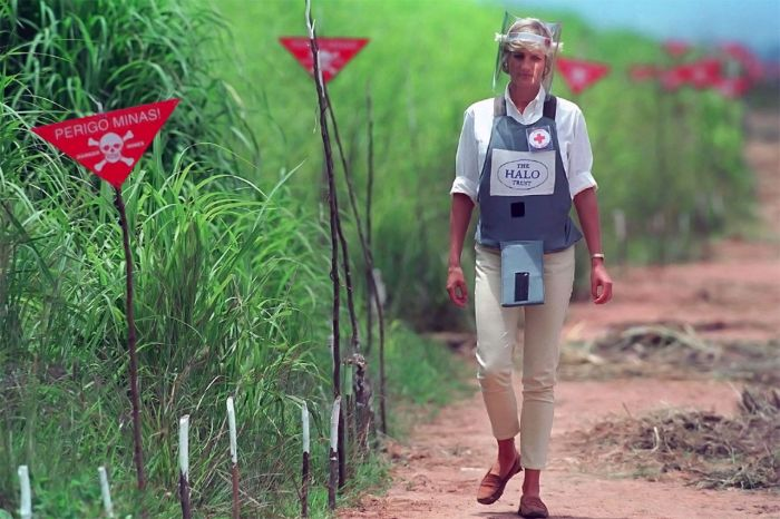 Diana campaigning against landmines.
