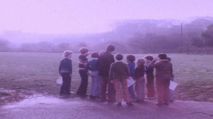 The school children describing what they saw