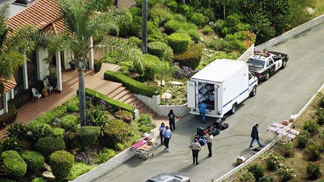 Police recover the 39 corpses from the Heaven's Gate San Diego mansion.