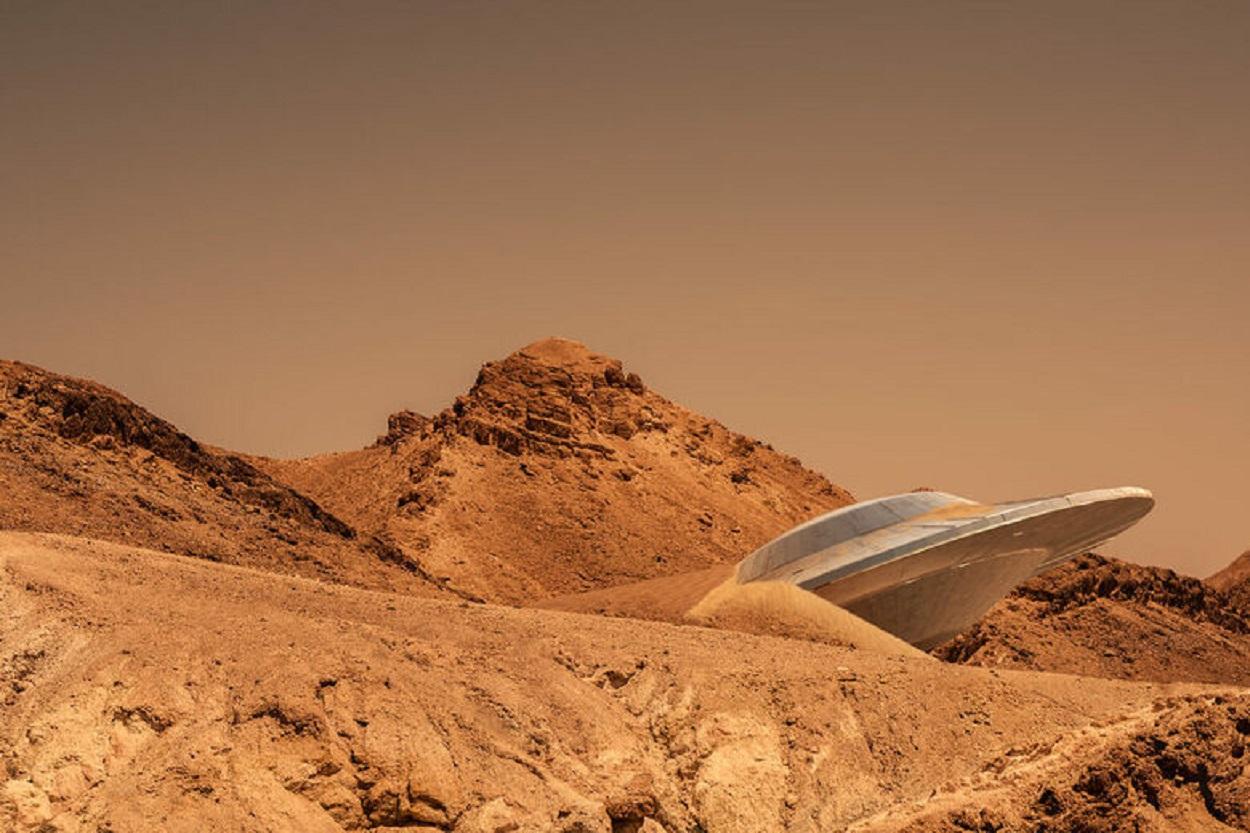 Depiction of a crashed UFO