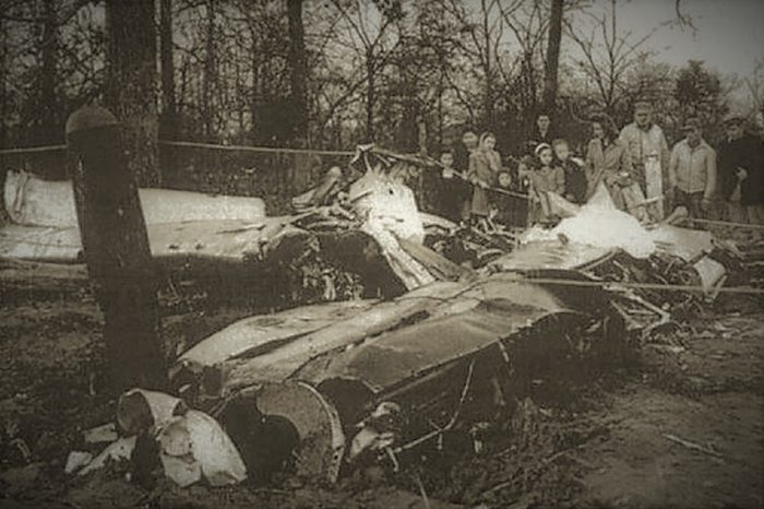 Wreckage of Mantell's plane