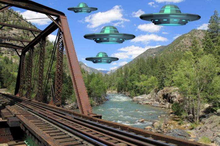 A depiction of multiple UFOs over Farrmington