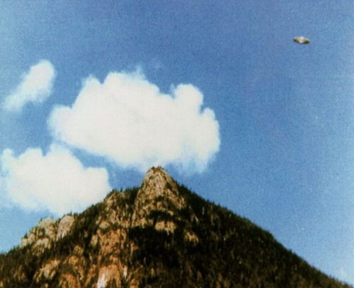 Does this picture show a UFO?
