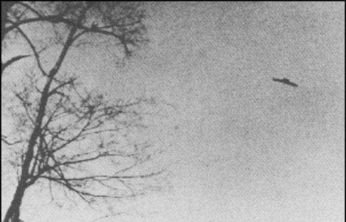 A picture claiming to show a flying saucer shaped UFO