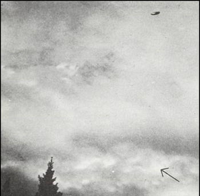 A UFO captured in Alberta, Canada