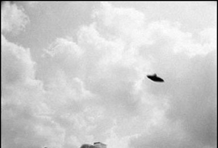 A picture claiming to show a real UFO