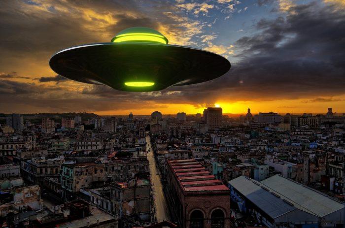A depiction of a UFO over a Cuban city