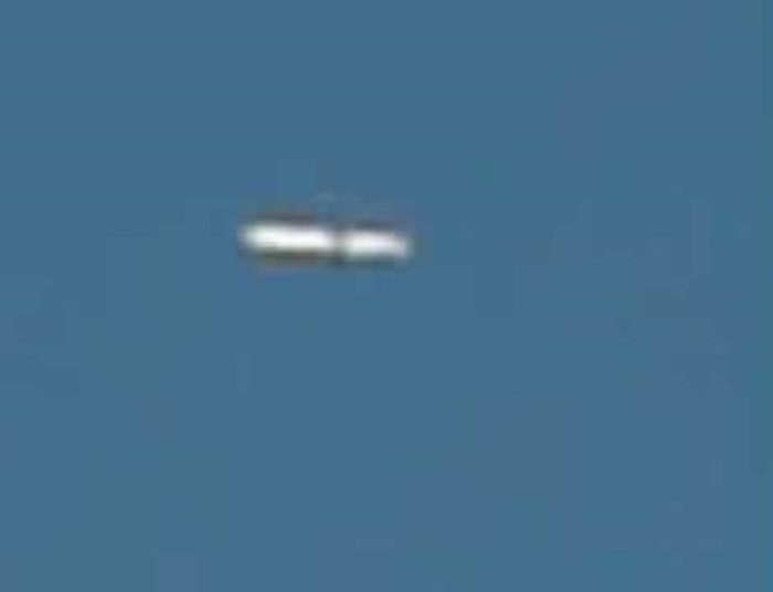 A picture claiming to show a cigar shaped UFO