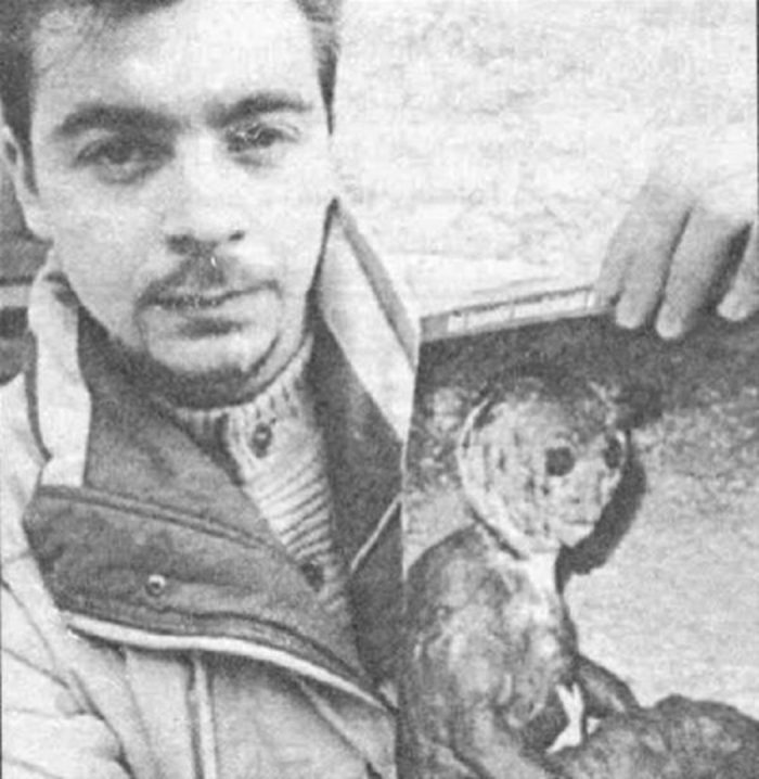 Filiberto Caponi holding one of his pictures