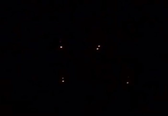 A picture claiming to show the lights of a UFO changing position/shape