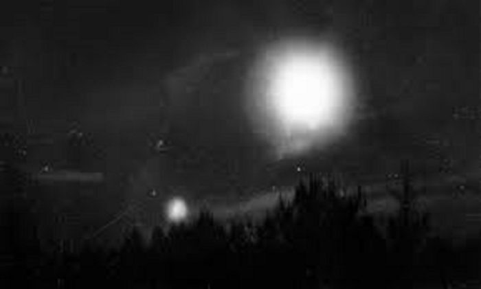 The Unexplained Nils Frost Picture – Alien Crafts Over Sweden?