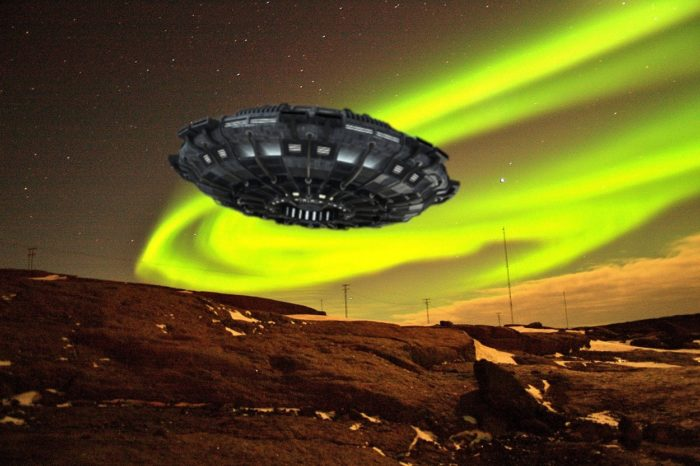 An image of a UFO over a sky with aurora