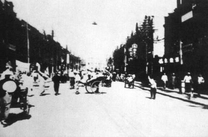 Picture claiming to show a UFO captured over Tianjin in China in 1911